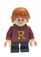 hp207 - LEGO Harry Potter minifigura - Ron Weasley bordó pulcsiban